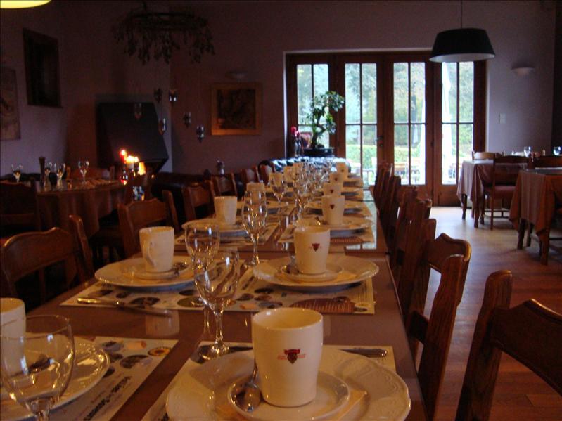 Breakfast table (early)