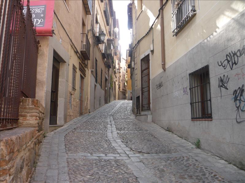Lots of windy, hilly, narrow alley ways.