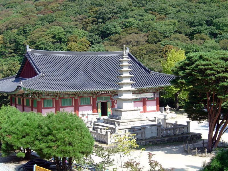 BEOMEOSA (梵 魚 寺 ).