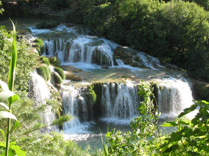 ... are many extensive waterfalls ....