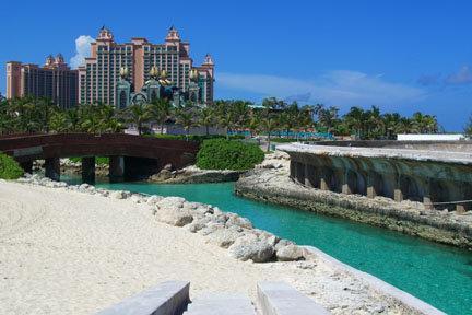 Atlantis- 20 acres d'aquarium...visible de dessus et en version sous-terrain!