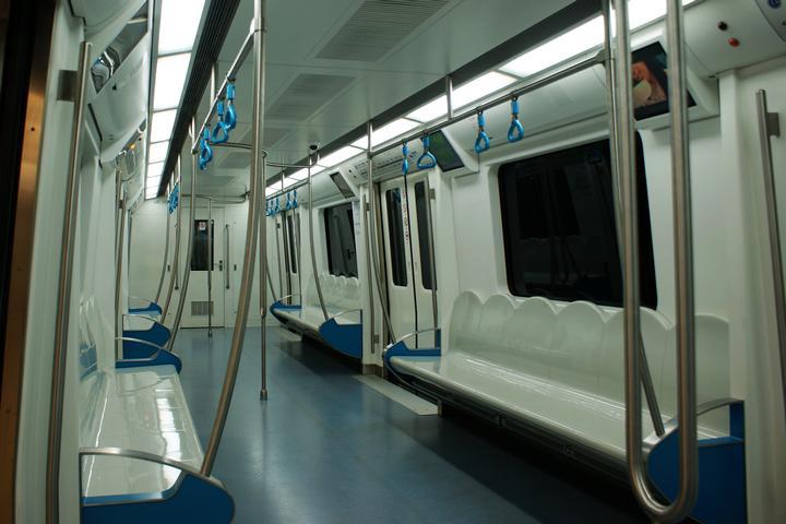 干净的地铁8号线