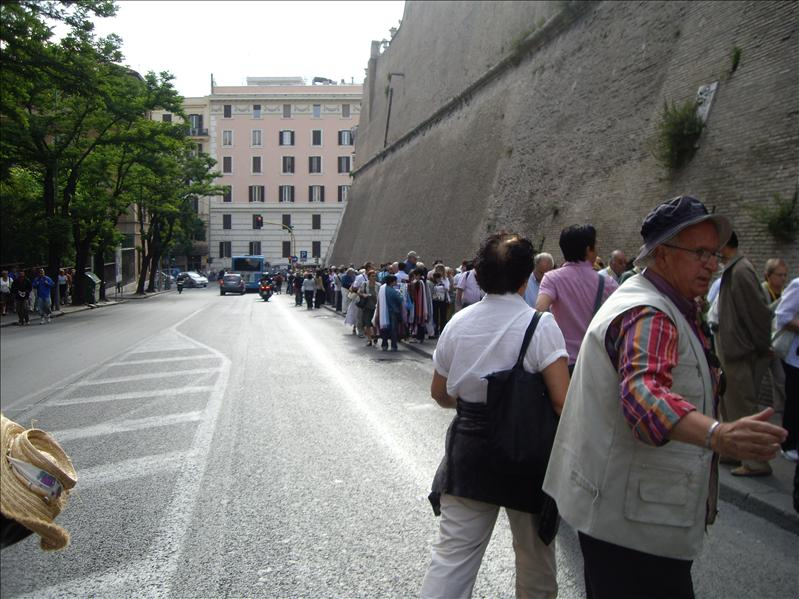 Lined up to Vatican museum