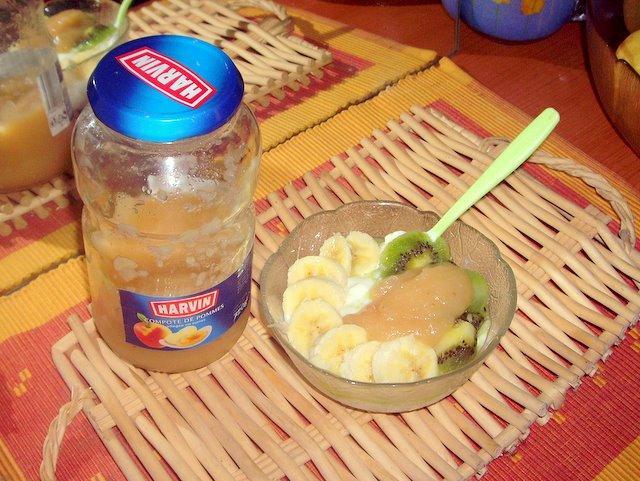 一大瓶蘋果泥0.59歐    優格+香蕉/奇異果