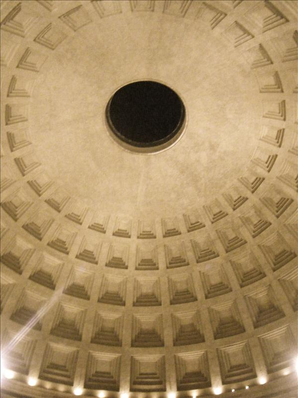 the hole in the inside of the pantheon