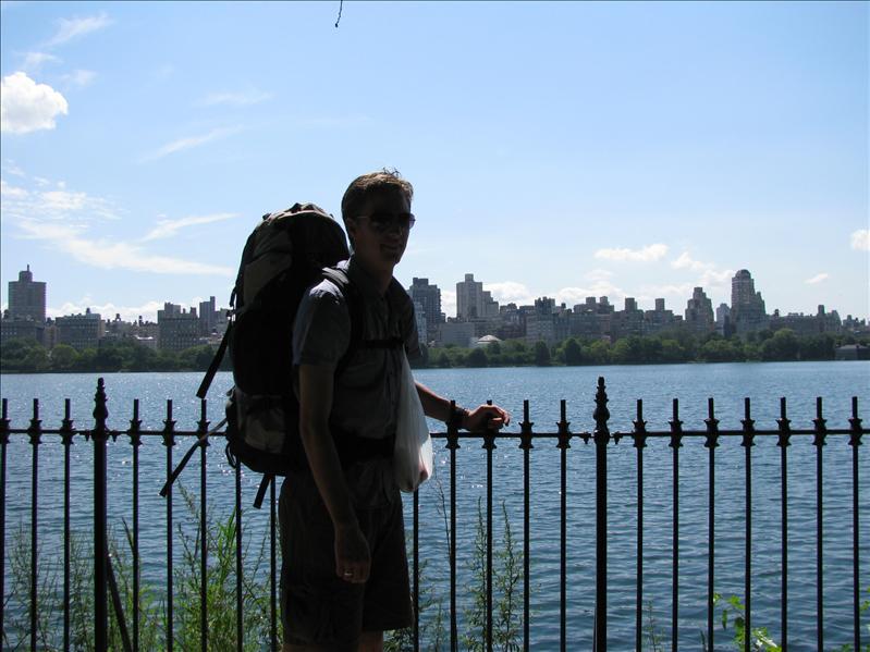 wandelingetje door Central Park. we waren ondertussen bezig te verhuizen naar ons nieuwe hotel in brooklyn, die echt in een supercoole buurt was. het kogelvrije glas bij de receptie pastte keurig in het straatbeeld... nooit meer boeken dus op de gok..