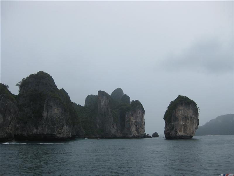 Discovering rock formations around the Phi Phi Islands
