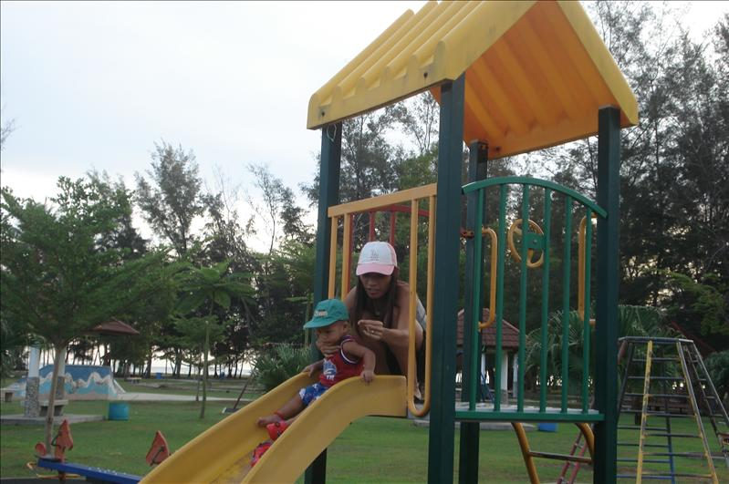 muara beach play ground