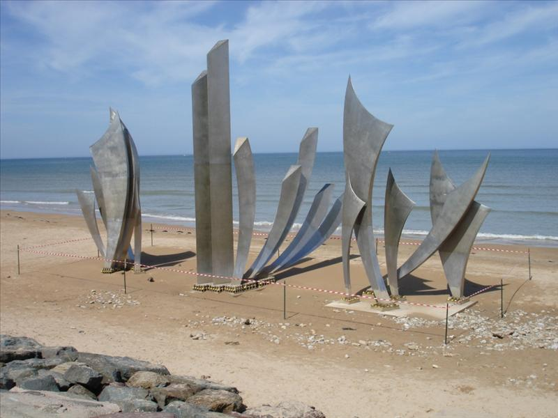 Les Braves sculpture at Juno Beach