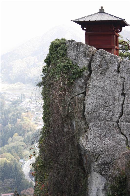 五大堂懸嵦上的小寺