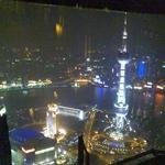 用手机从金茂九重天酒廊拍的浦江夜景