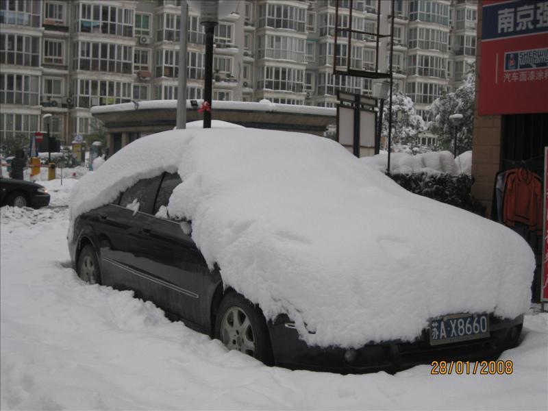 周围都是雪,出不来了