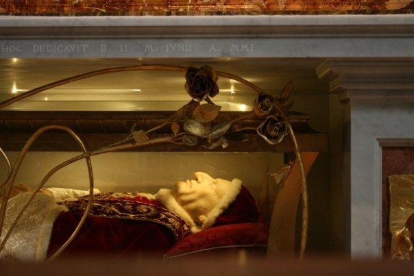 Vatican - Pope's body @ St Peter's Basilica