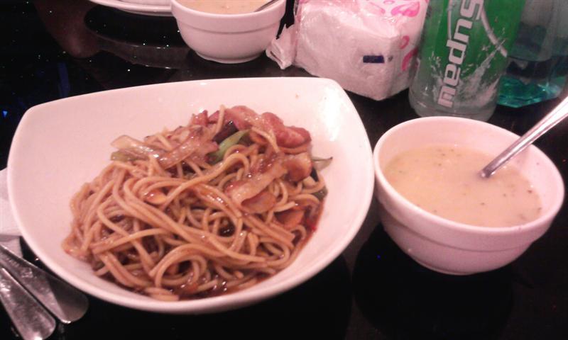 我吃的....培根蔬蔥義大利麵(((微辣