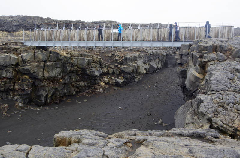 Bridge between continental plates