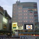 新宿南口,lumine。