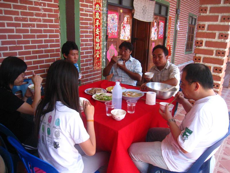 在昌良村一起吃飯