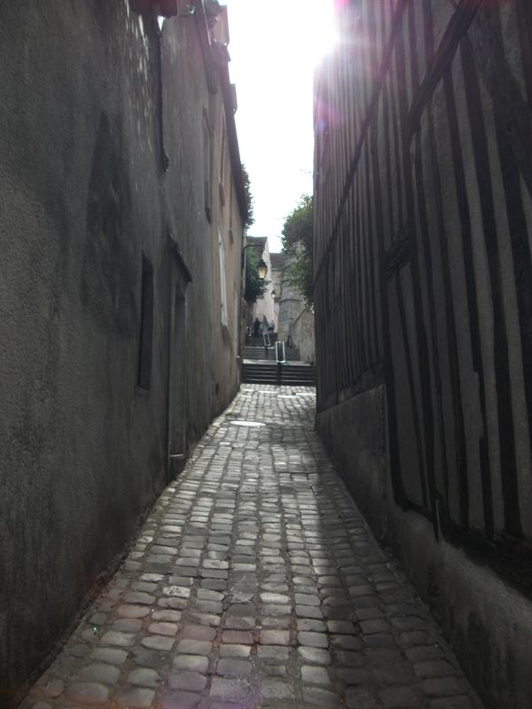 One of the 5 Tertres, passageways that lead from High Town to Down Town.
