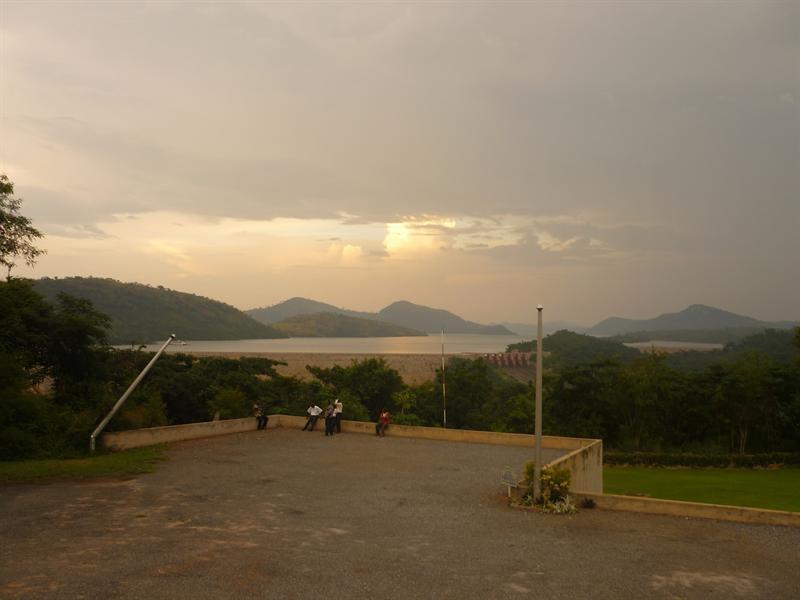 Akosombo - der Staudamm - Blick vom Volta Hotel