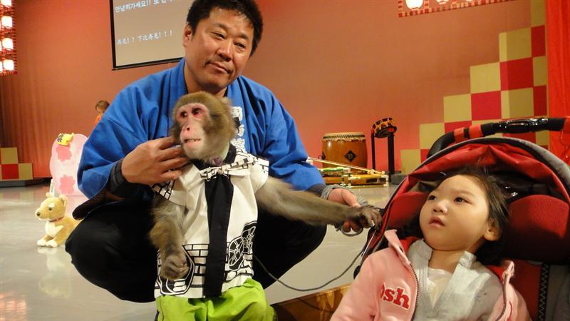 我們最後離開就能和大猴子拍照