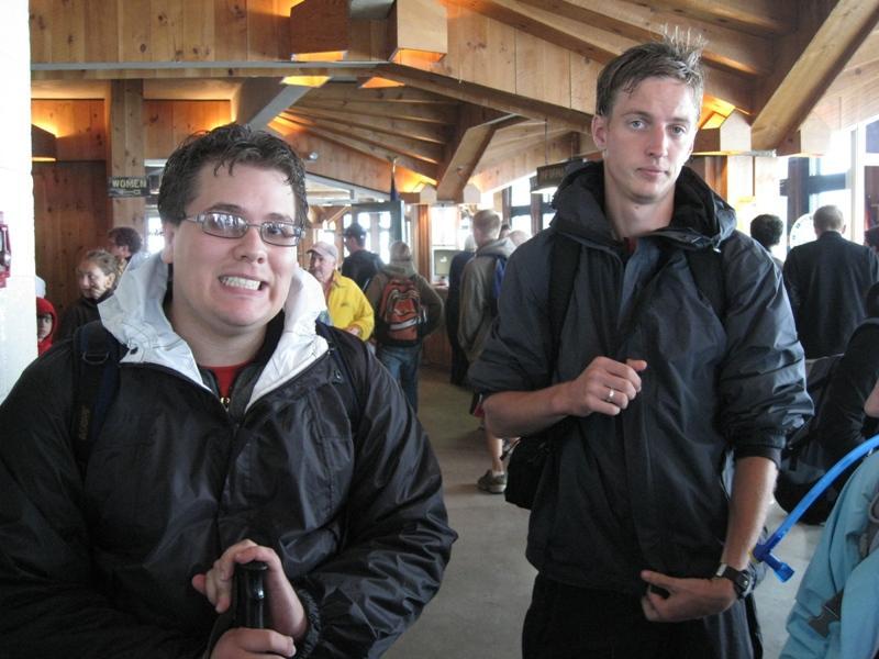 josue en ik in het weerstation +kantine op de top