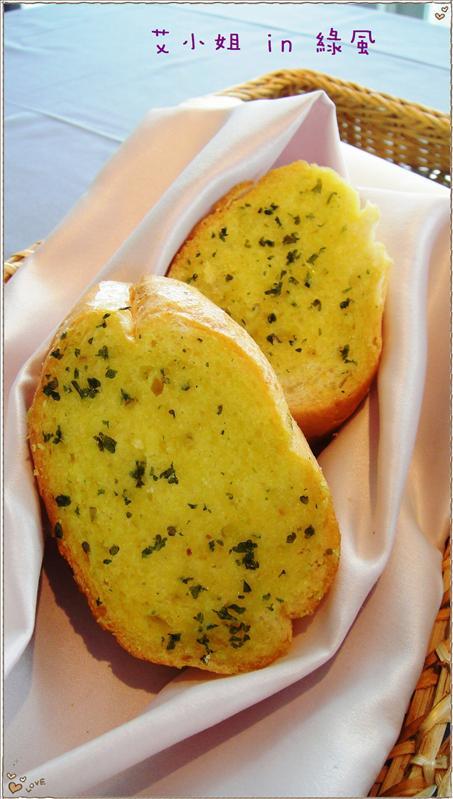 襁褓中的大蒜麵包