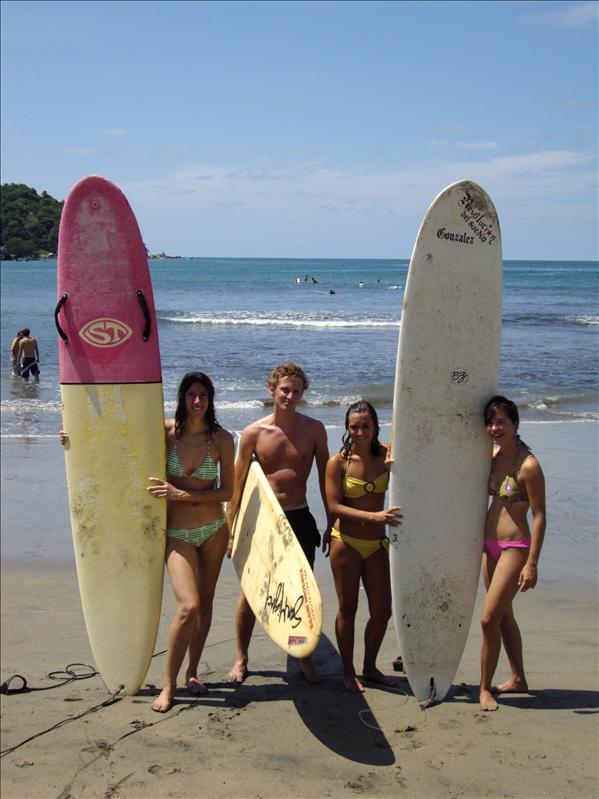 mit meinen schweizer Schulkollegen nach dem Surfen