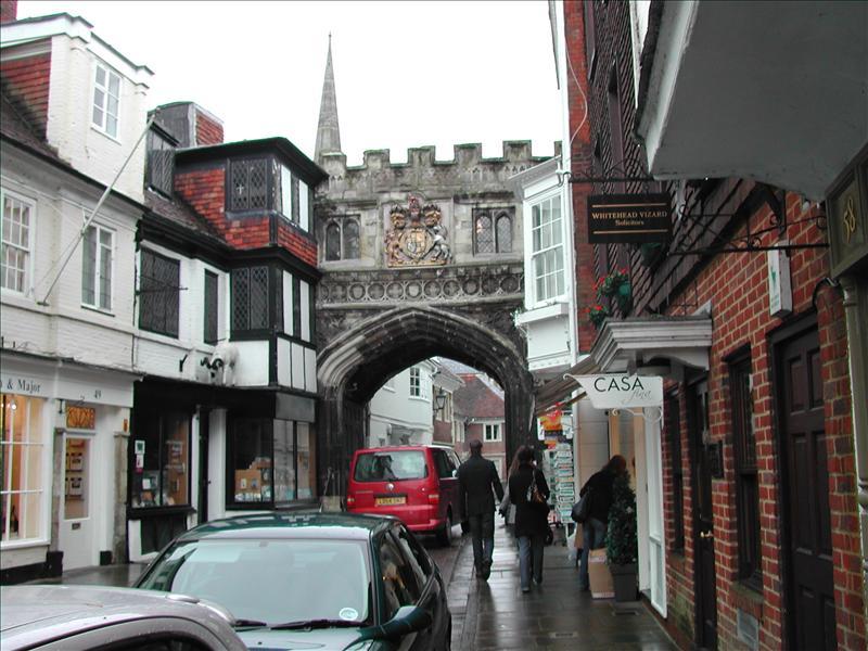 Walking tour through Salisbury