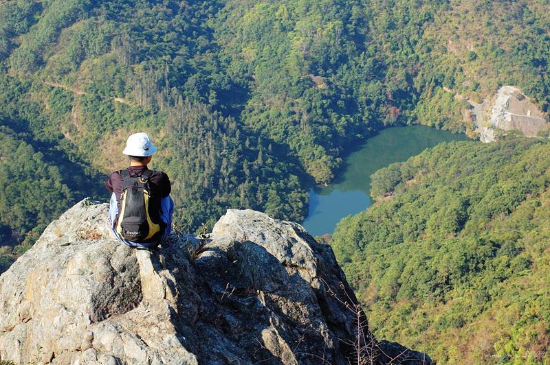 俯瞰水塘全景