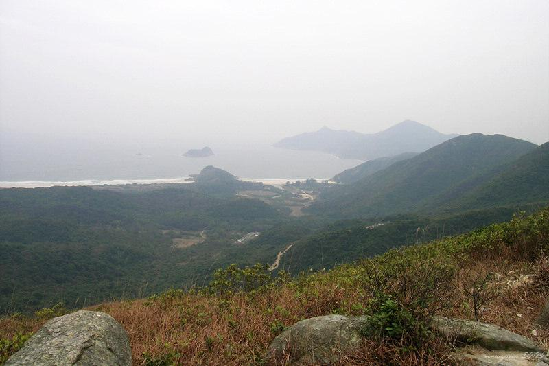 There's a wonderful view of Tai Wan and Ham Tin Wan with Mong Yue Kok in the middle左大灣,右鹹田灣 ,中間被望魚角所隔