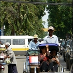 Le taxi local, un mix entre pousse-pousses et vélo.