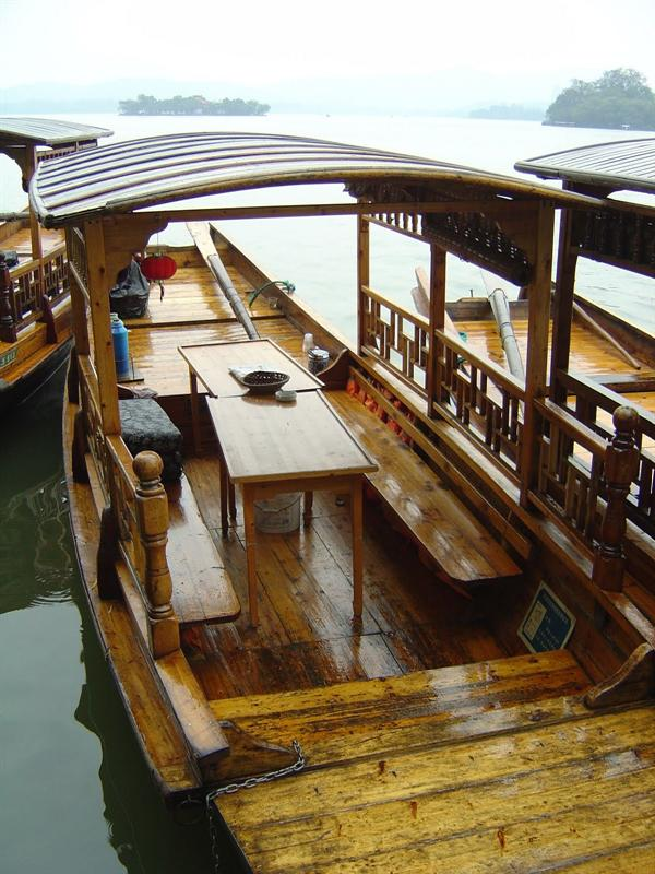 "scenic cruise on the ""West Lake"" in Hangzhou (杭 卅 西 湖 )"