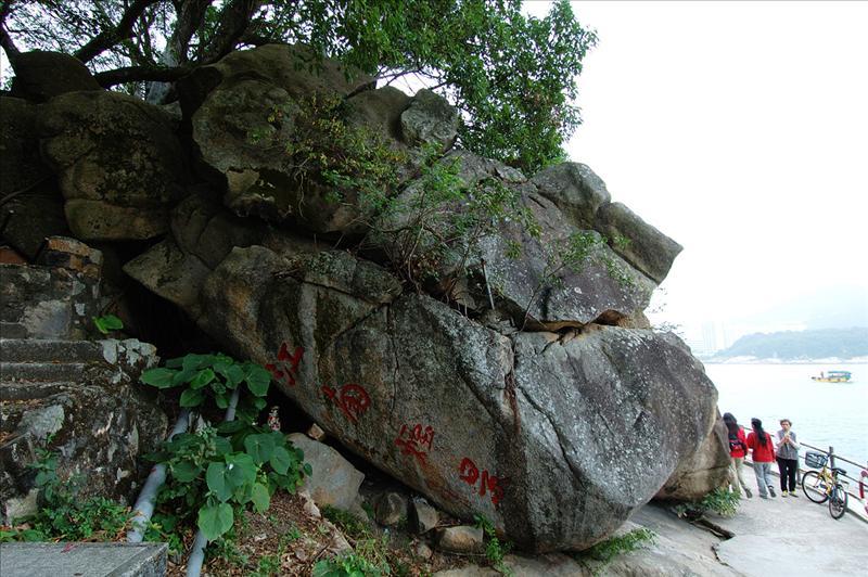 經過天后廟前「江南煙景」山石 Tin Hau Temple