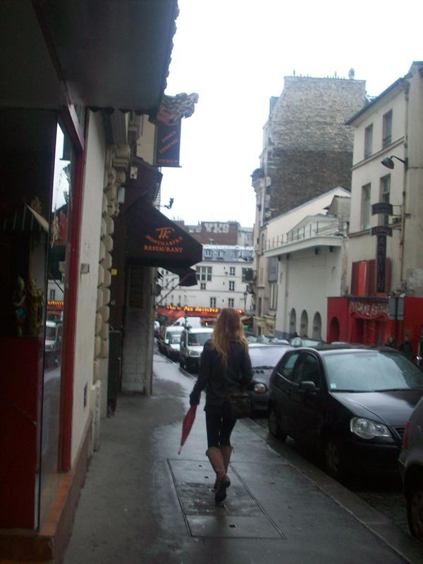 Jessica walks the streets of paris
