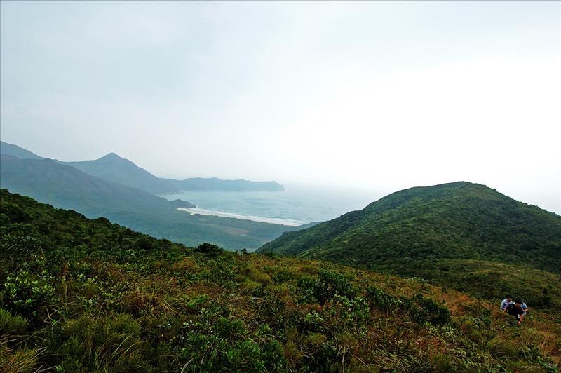 遠眺鹹田灣及東灣山