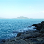遠處的東龍島