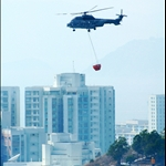 DSC_2281 飛行服務隊    亦出動直升機協助撲救山火.jpg