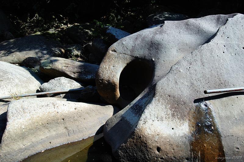 有很多大石