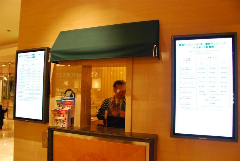 飯店大廳購買迪士尼門票的櫃台