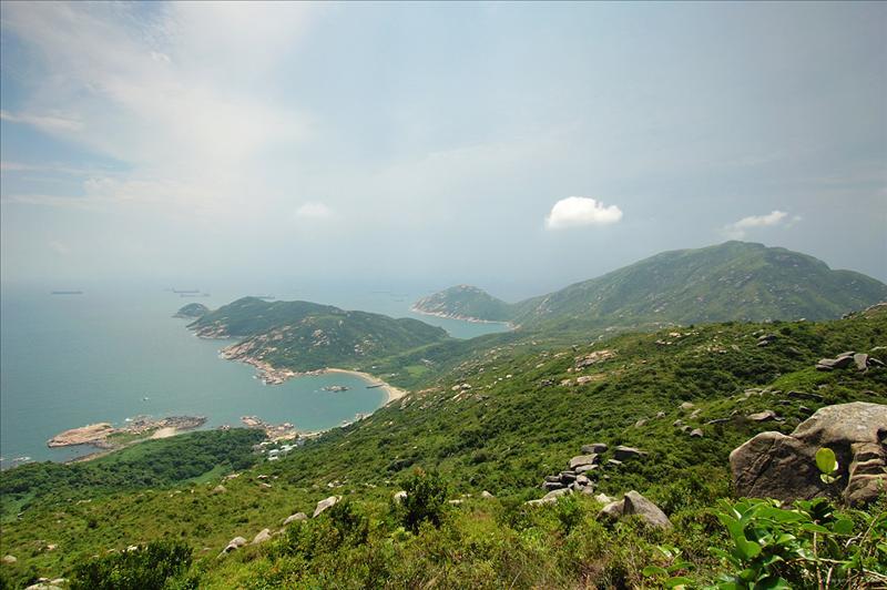 眺望(左起)石排灣、圓角、深灣和大角