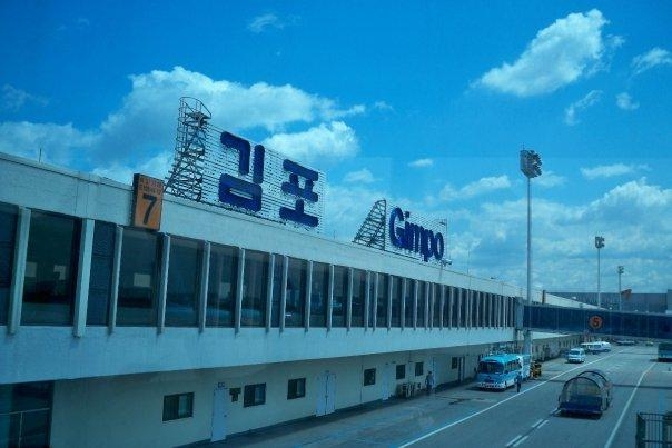 08/27 - on the way to jeju -   this is gimpo airport... it's the old airport on the outside of seoul.