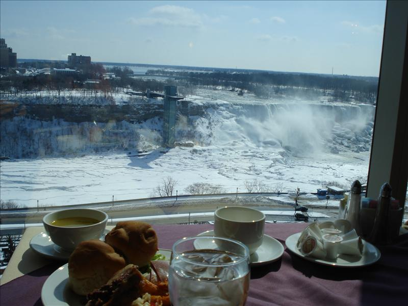 Lunch in the hotel where Niagara view.2