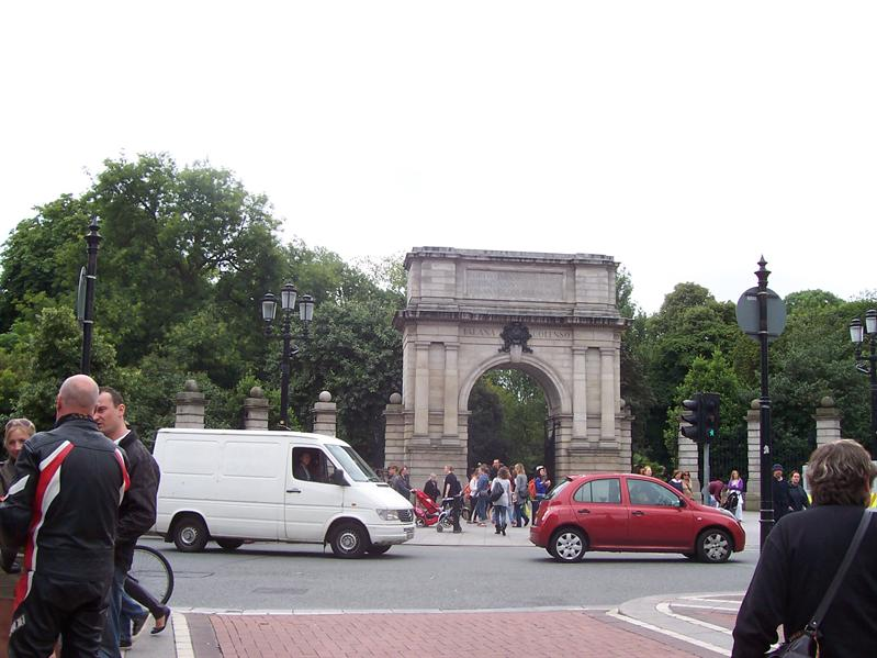 Entrance to St. Stephen's Green.