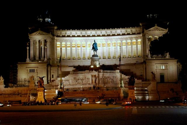 Il Vittoriano lit up at night