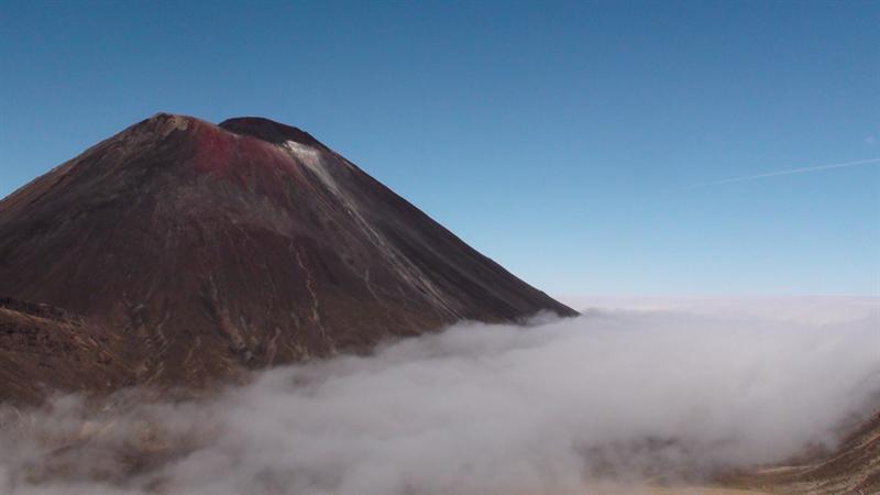 似雾似云火山口