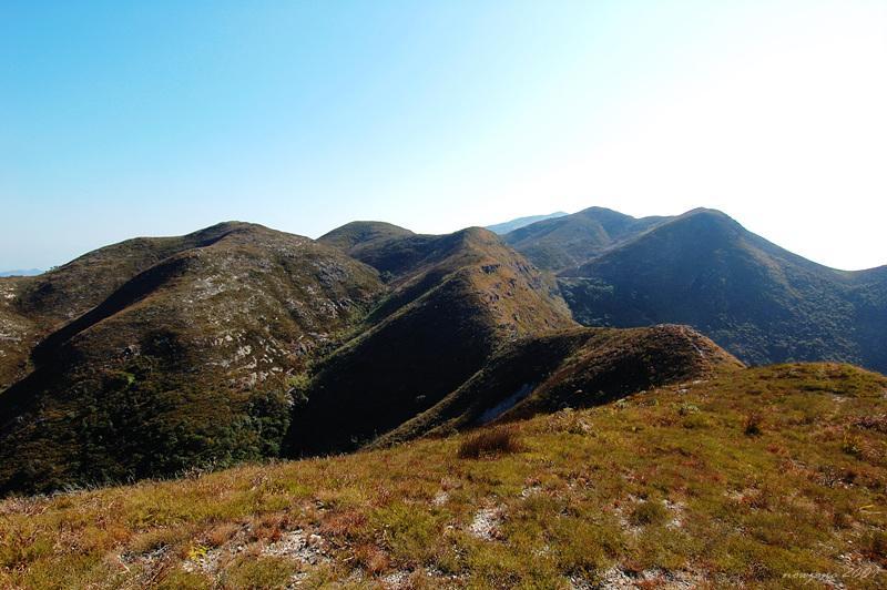 白燕岩望屏風山