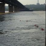 cours de natation dans le fleuve