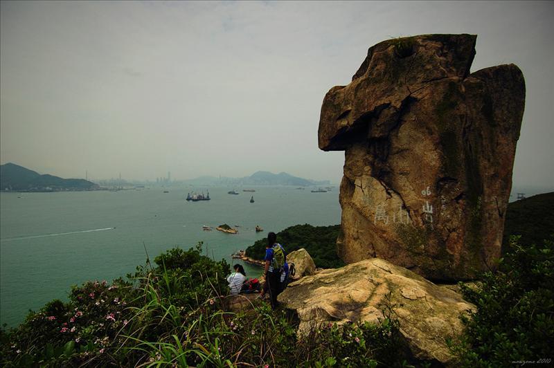 花瓶石遠眺港島