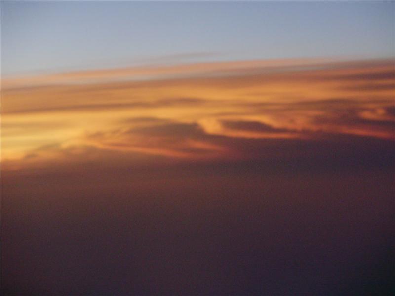 一團有陽光的雲