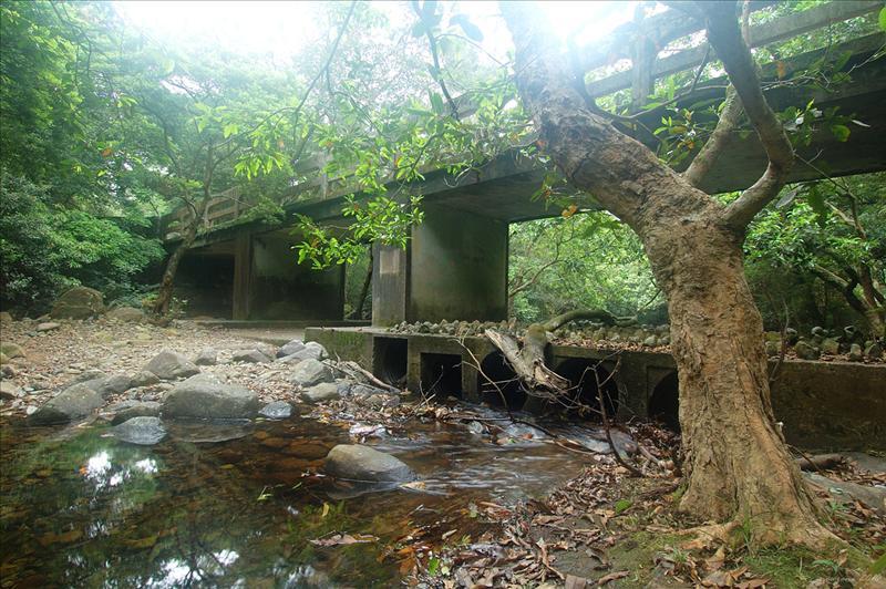 大城石澗入口的灰橋